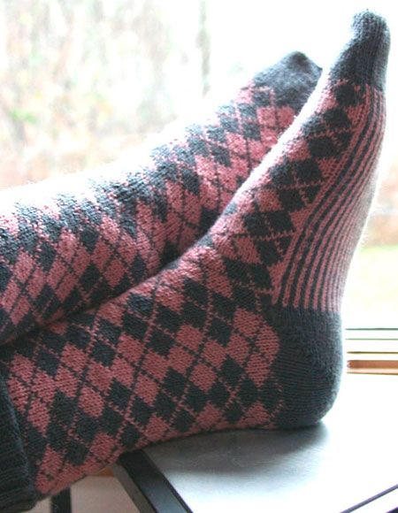 Knit Argyle Pattern : 2-Stranded Argyle Socks - Knitting Patterns and Crochet Patterns from KnitPic...