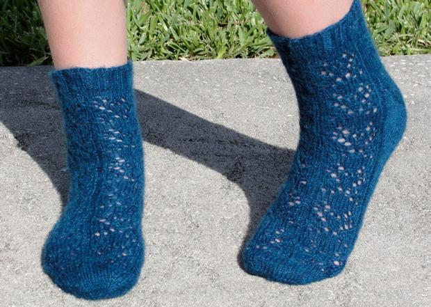 Crochet Socks Patterns Toe Up : Linda Butterfly Toe-up Socks - Knitting Patterns and ...