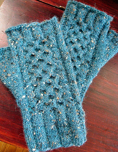 Knitting Pattern For Hand Holding Mittens : Wanna Hold Your Hands Mittens - Knitting Patterns and Crochet Patterns from K...