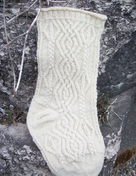 Christmas cable heirloom stocking knitting patterns and crochet