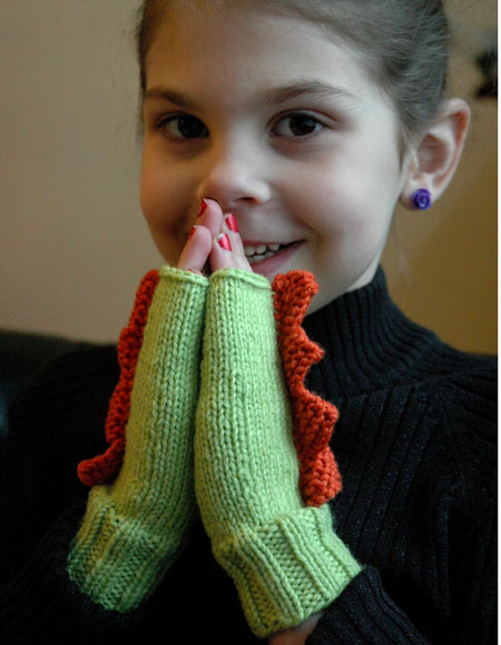 Dinosaur Mittens Knitting Pattern : Dinosaur Mittens in 5 sizes - Knitting Patterns and Crochet Patterns from Kni...