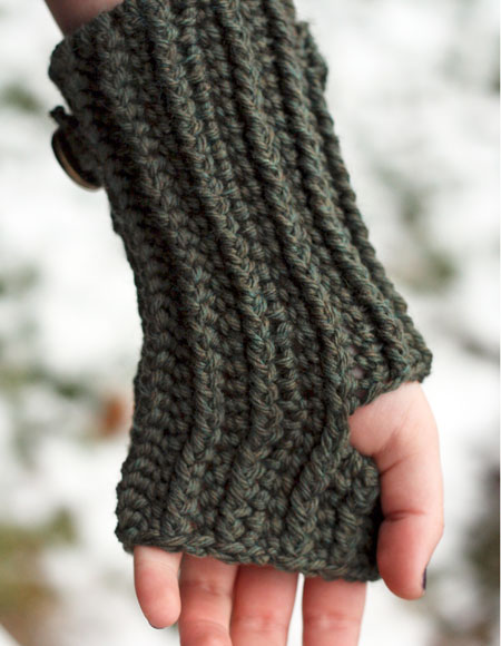 Lace Wristlets Knitting Pattern : Ribbed Crochet Wristlets - Knitting Patterns and Crochet ...