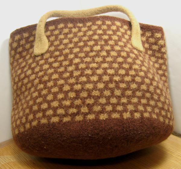 Market Basket Felted Bag - Knitting Patterns and Crochet Patterns from KnitPi...