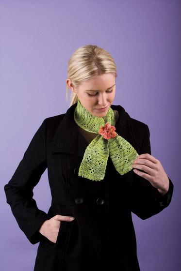 Clover Keyhole Scarflette - Knitting Patterns and Crochet Patterns from KnitP...