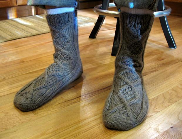 Handsome Men's Slipper Socks - Knitting Patterns