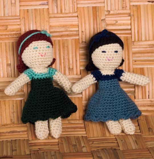 Snow White and Rose Red: Crochet Amigurumi Dolls Pattern