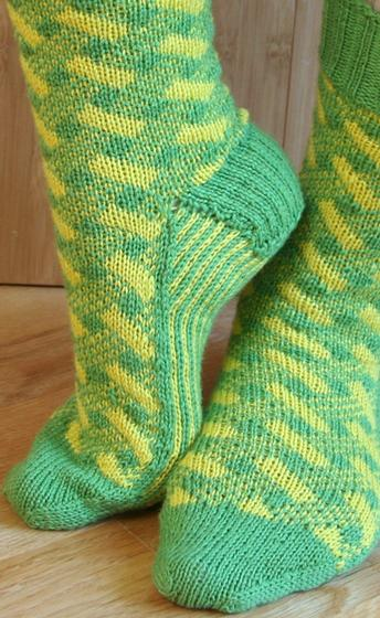 Plaid Play: Lattice Socks - Knitting Patterns and Crochet Patterns from KnitP...
