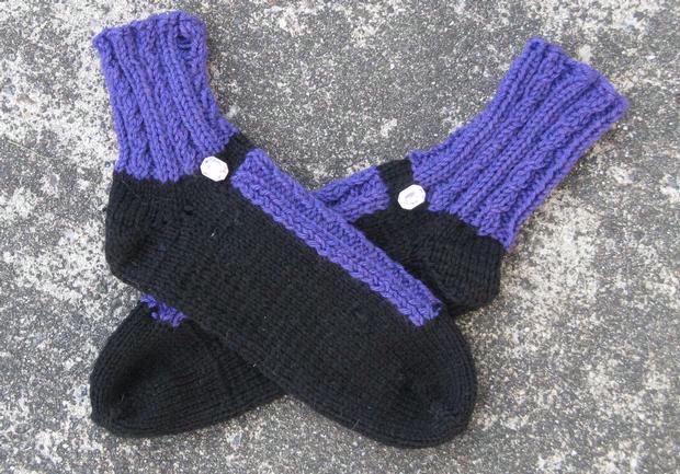Knitting Pattern For Fancy Socks : Fancy Shoes Slipper Socks - Knitting Patterns and Crochet ...