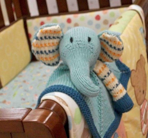 Buddy Blanket Knitting Pattern : Baby Pears Blanket Buddy - Knitting Patterns and Crochet Patterns from KnitPi...