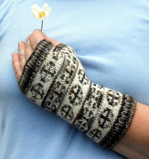 Knitting Wheel Projects : Spinning wheel mitts knitting patterns and crochet