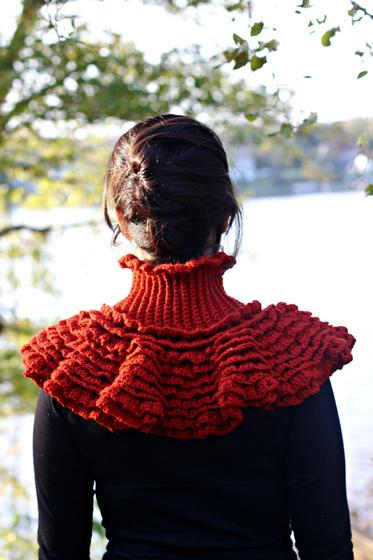 Ruffled Victorian Cowl - Knitting Patterns and Crochet Patterns from KnitPick...