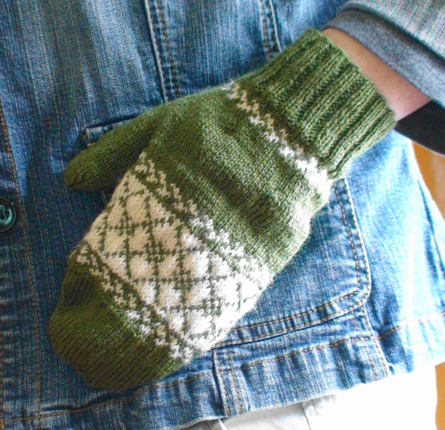Knit Argyle Pattern : Argyle Mitten Collection Pattern - Knitting Patterns and Crochet Patterns fro...