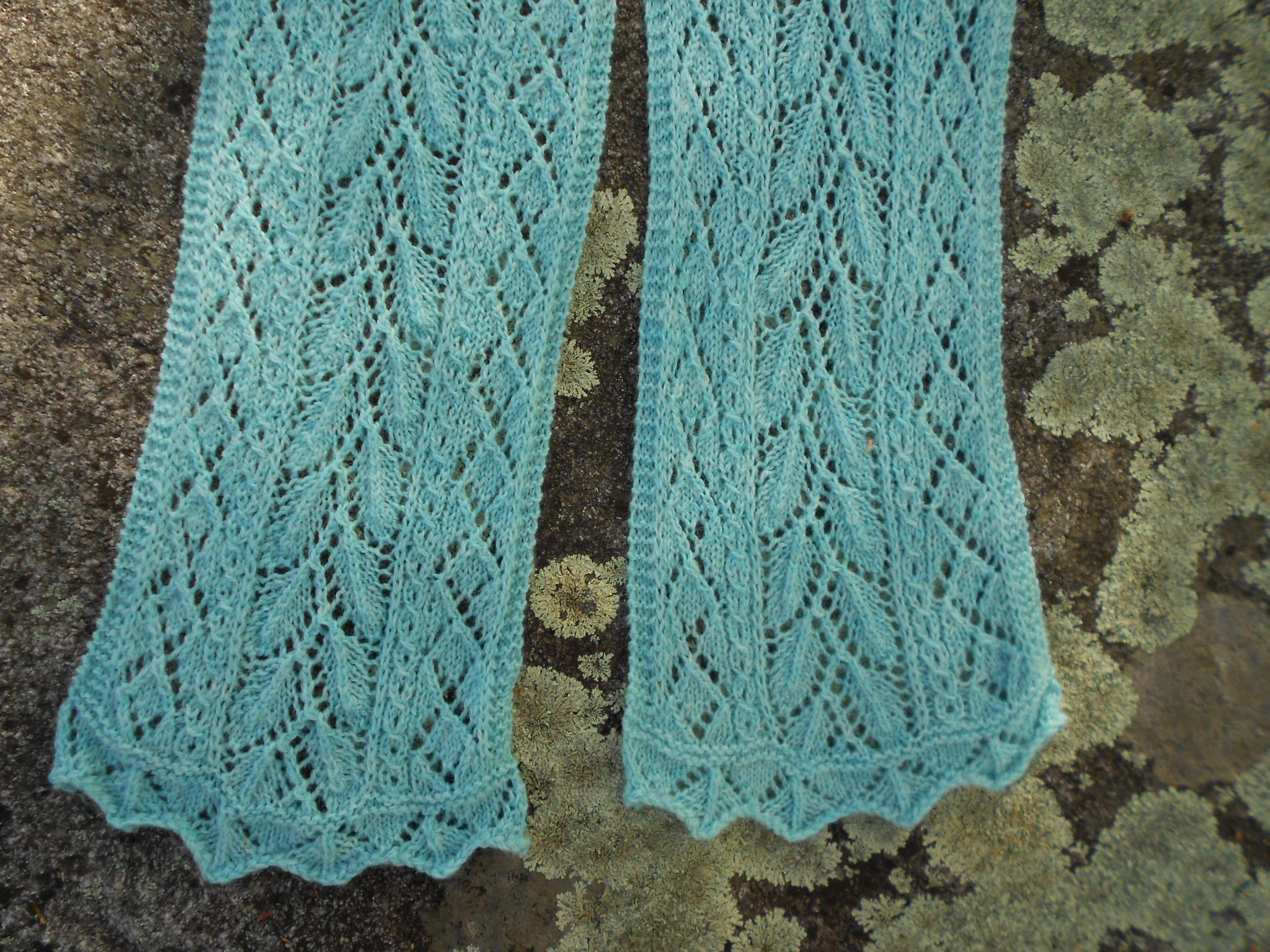 Mint Lace Scarf Pattern - Knitting Patterns and Crochet Patterns from KnitPic...