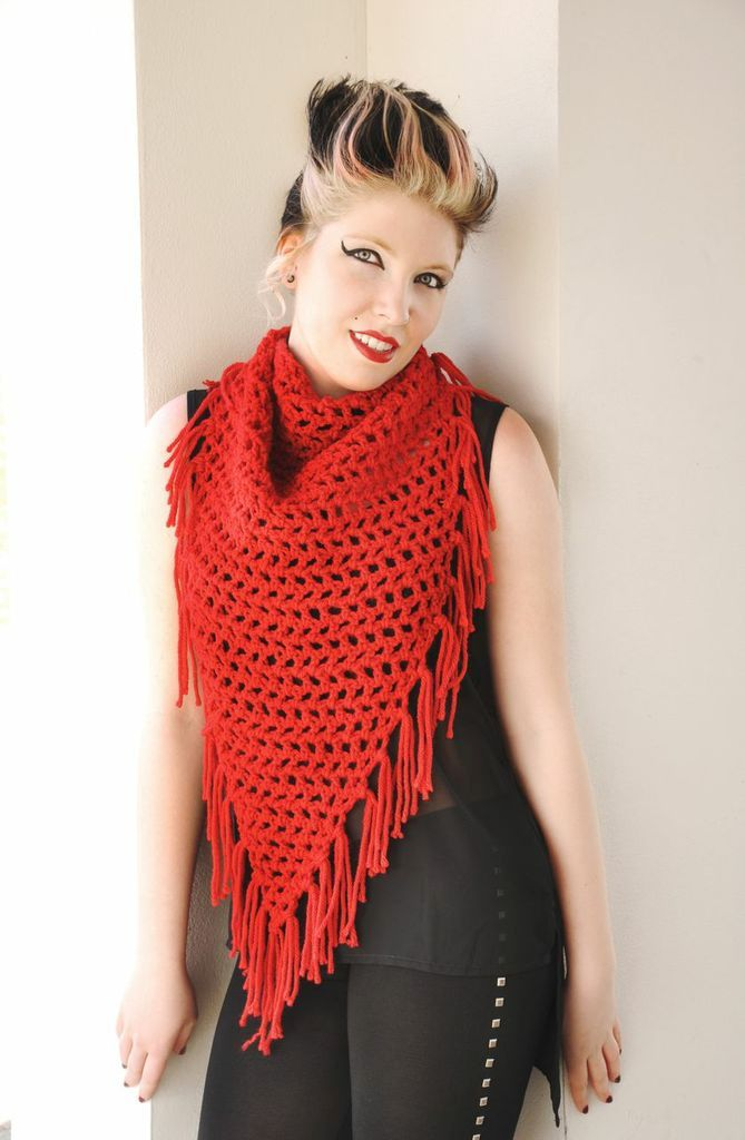 Crochet Scarf Pattern Q Hook : Fringed Triangle Crochet Scarf Pattern - Knitting Patterns ...