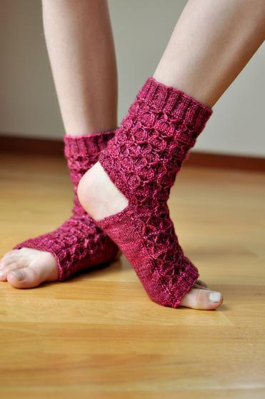 Donnas Yoga Socks - Knitting Patterns and Crochet Patterns from KnitPick...