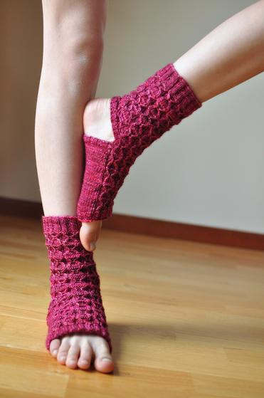 Crochet Patterns Yoga Socks : Donnas Yoga Socks - Knitting Patterns and Crochet Patterns from ...