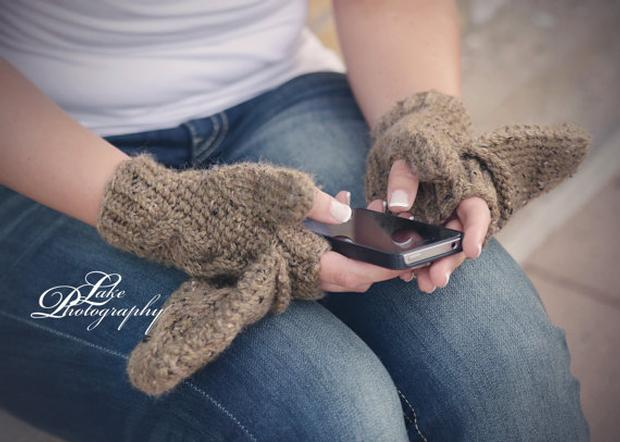 Knitting Pattern For Texting Mittens : Never Miss A Moment: Convertible Texting or Fingerless Mitten - Knitting Patt...