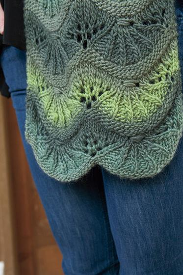 Symmetrical Scallops Scarf - Knitting Patterns and Crochet Patterns from Knit...