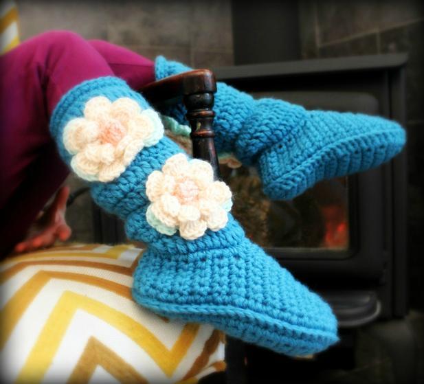 Free Crochet Pattern For Cozy Slipper Boots : Youth Cozy Crochet Slipper Boots - Knitting Patterns and ...