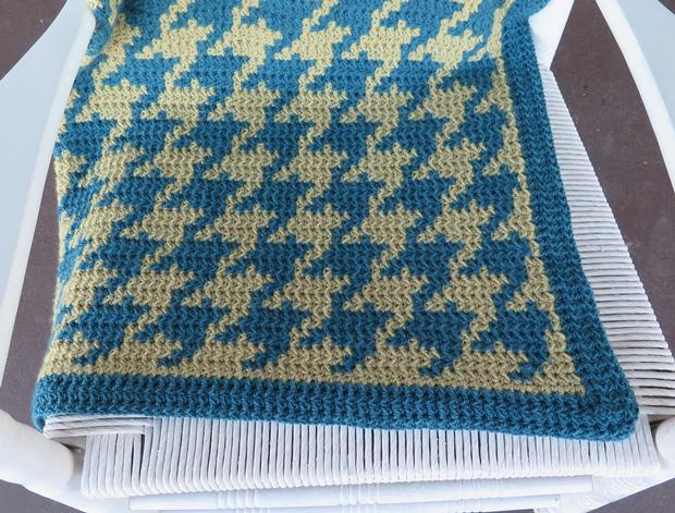 Cozy Houndstooth Afghan - Knitting Patterns and Crochet Patterns from KnitPic...