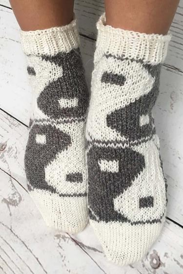 Free Crochet Pattern Yin Yang : Yin Yang Socks - Knitting Patterns and Crochet Patterns ...