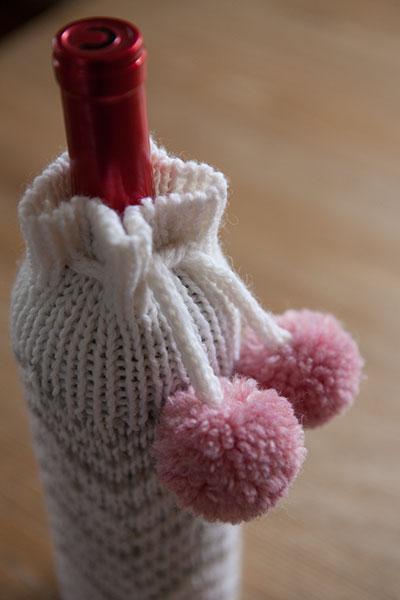Chevron Wine Bottle Cozy - Knitting Patterns and Crochet Patterns from KnitPi...