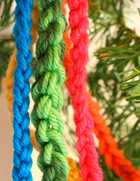 Smitten (a Holiday Garland) - Knitting Patterns and Crochet Patterns from Kni...