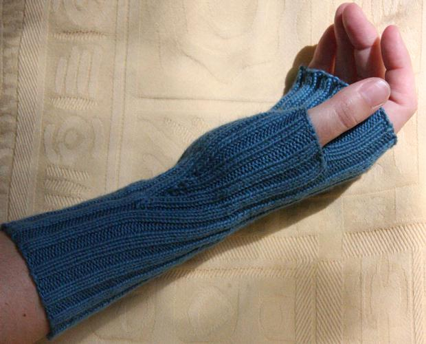 Comfy Fingerless Mittens - Knitting Patterns and Crochet Patterns from KnitPi...