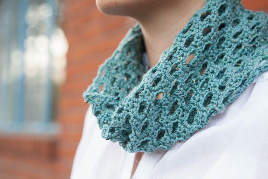 Beginner Crochet Patterns Cowl : Swiss Tweed Crochet Cowl Pattern - Knitting Patterns and ...