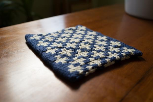 Toasty Plus Pot Holder - Knitting Patterns and Crochet Patterns from KnitPick...