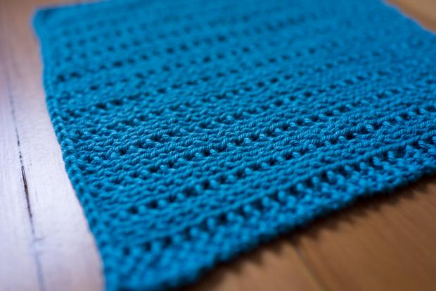 Reversible Pips Dishcloth - Knitting Patterns and Crochet Patterns from KnitP...
