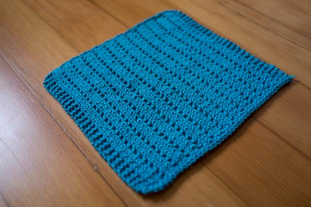 Knitted Dishcloth Patterns For Beginners : Reversible Pips Dishcloth - Knitting Patterns and Crochet Patterns from KnitP...