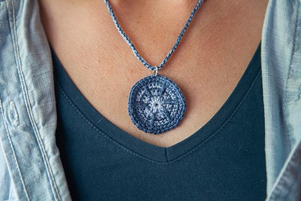 Candy Wheel Necklace - Free Crochet Pattern