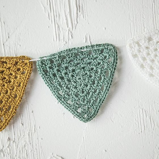 Bitty Bunting String free crochet pattern