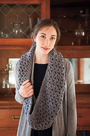 V-Stitch Bulky Cowl - Free Crochet Pattern