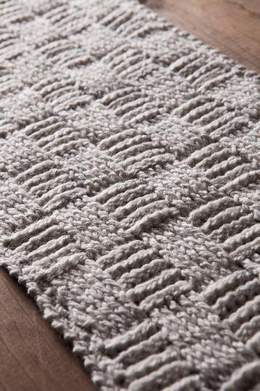 Knitted Table Runner Lace Pattern : Tissiere Table Runner - Knitting Patterns and Crochet Patterns from KnitPicks...