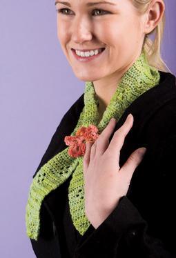 Keyhole Scarflette Knitting Pattern : Clover Keyhole Scarflette - Knitting Patterns and Crochet Patterns from KnitP...