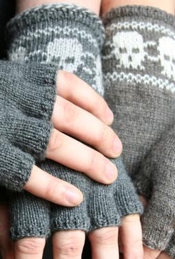 Skully Fingerless Gloves Pattern
