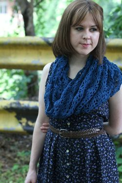 Deco Daisies Crochet Cowl Pattern