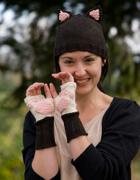 Kitty Cat Paw Mitts And Hat Knitting Patterns And Crochet Patterns