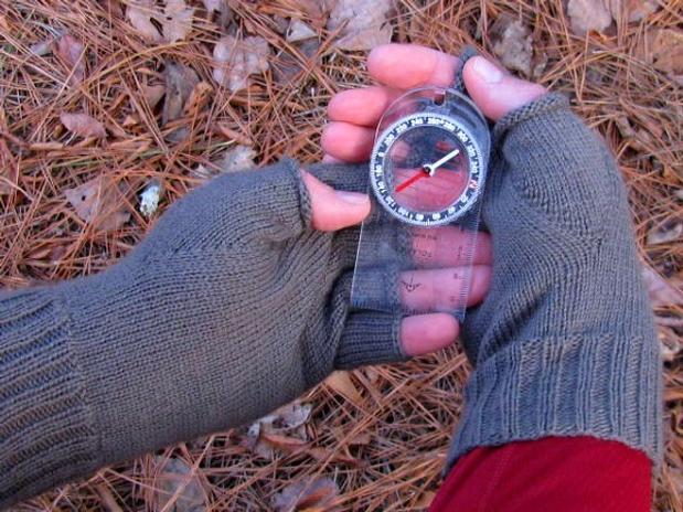 Sportsman Fingerless Gloves - Knitting Patterns and Crochet Patterns ...