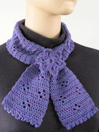 Knitted Keyhole Scarf Pattern : Clover Keyhole Scarflette - Knitting Patterns and Crochet Patterns from KnitP...
