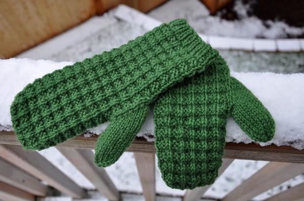 Waffle Knit Mitts Knitting Patterns And Crochet Patterns From