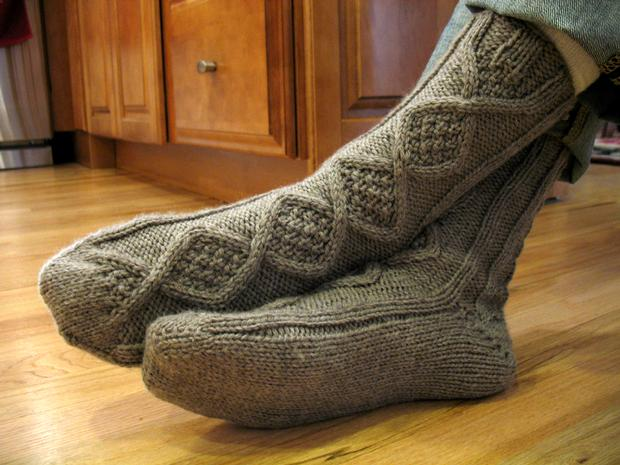 Knitting Pattern Central Men s Slippers : Handsome Mens Slipper Socks - Knitting Patterns and Crochet Patterns fro...