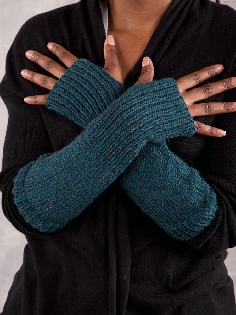 Olive Armwarmers Pattern Knitting Patterns And Crochet Patterns