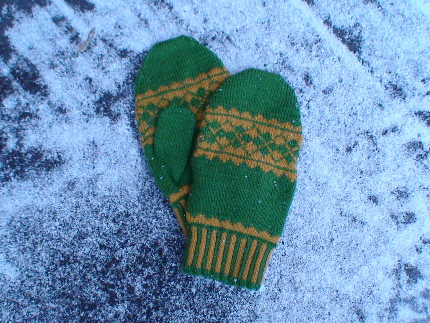 Argyle Mitten Collection Pattern - Knitting Patterns and Crochet ...