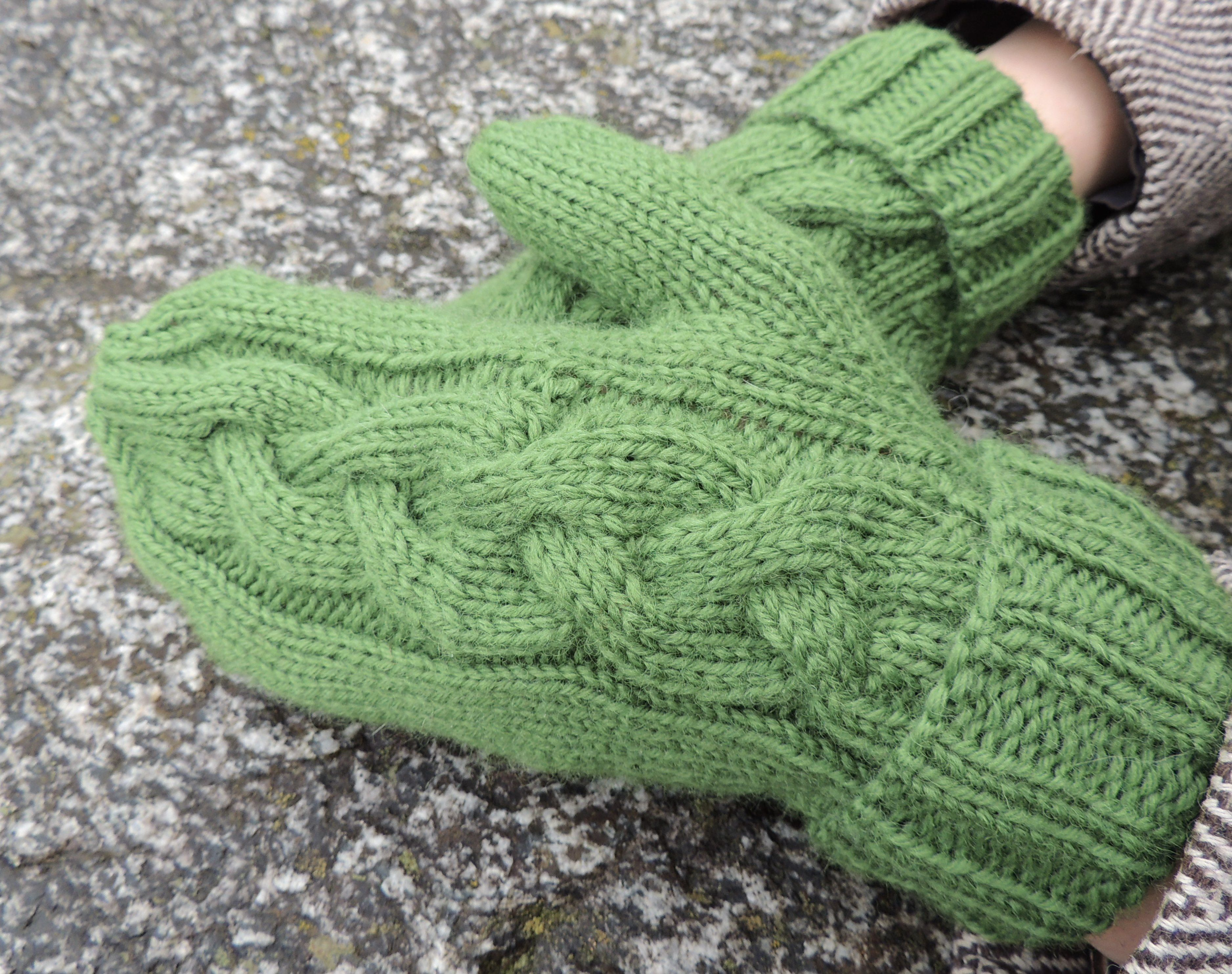 Subway Mittens Pattern - Knitting Patterns and Crochet Patterns from ...