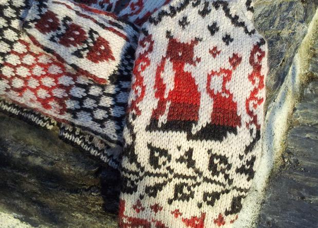Fox Crossing Mittens - Knitting Patterns and Crochet ...