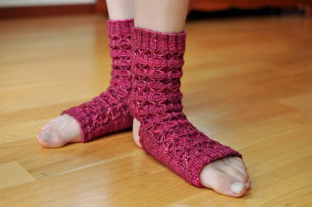 Donna's Yoga Socks - Knitting Patterns and Crochet ...
