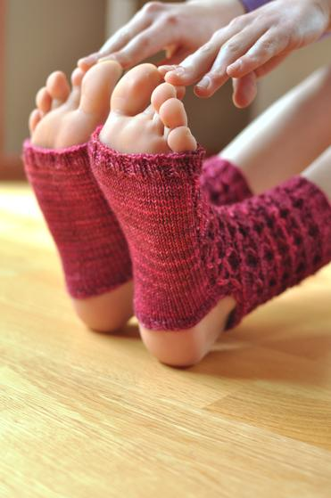 Donnas Yoga Socks Knitting Patterns And Crochet Patterns From